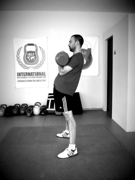 Βασικές ασκήσεις με kettlebell - Squat